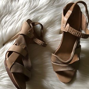 L.A.M.B leather heels sz:8 strappy Beige Comfy
